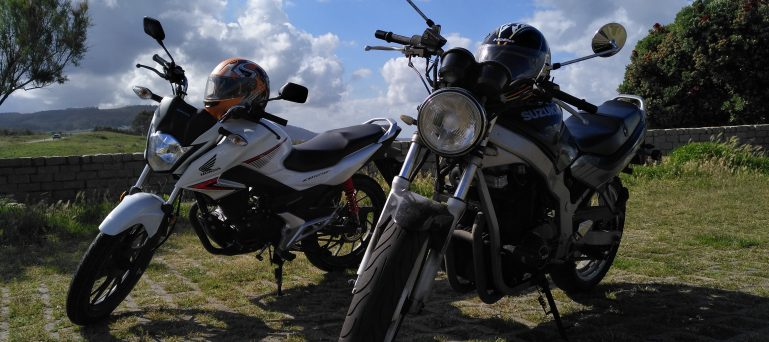motos de A1 y A2 de autoescuela logo